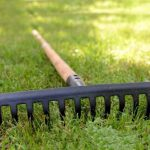 How to pick garden rake